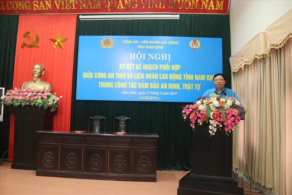 Đồng chí Vũ Văn Nghĩa - Chủ tịch LĐLĐ tỉnh Nam Định phát biểu tại Hội nghị.