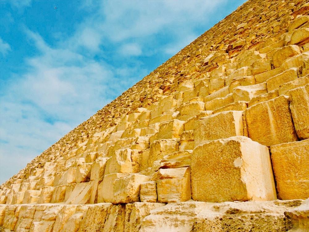 Bên ngoài Đại kim tự tháp Khufu