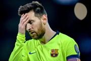 Khoảnh khắc Messi lủi thủi rời sân sau trận thua bẽ mặt của Barca