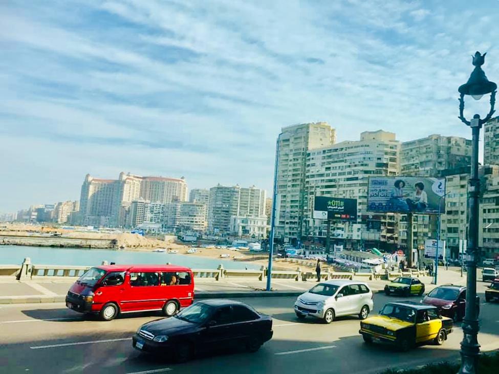 Con đường Corniche ven biển với mật độ xe cộ đông đúc và thường xuyên xảy ra tình trạng kẹt xe vào giờ cao điểm.