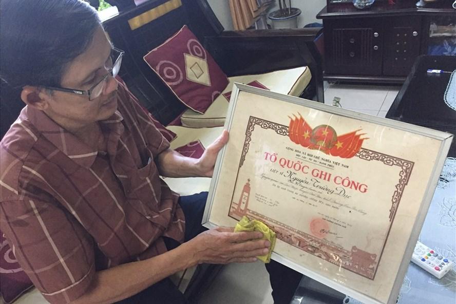 Ông Nguyễn Huệ thắc mắc về việc ông Nguyễn Trường Dục bị xóa danh hiệu Anh hùng Liệt sĩ. Ảnh: Đ.V