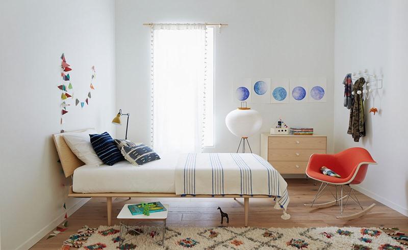 Lấy cảm hứng từ nội thất mang phong cách Retro, chiếc giường đơn vừa hiện đại lại có chút gì ấm áp, gần gũi.