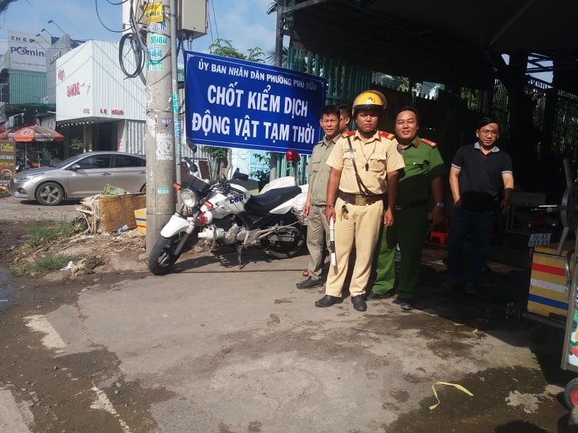 TPHCM ráo riết thành lập chốt kiểm dịch tạm thời, kiểm soát người ra vào ổ dịch để tránh lây lan, ảnh: Kim Đồng