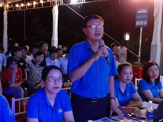 Ông Phan Mạnh Hùng - Trưởng Ban Tuyên giáo - Nữ công LĐLĐ Hà Tĩnh phổ biến một số nội dung tại buổi lễ.