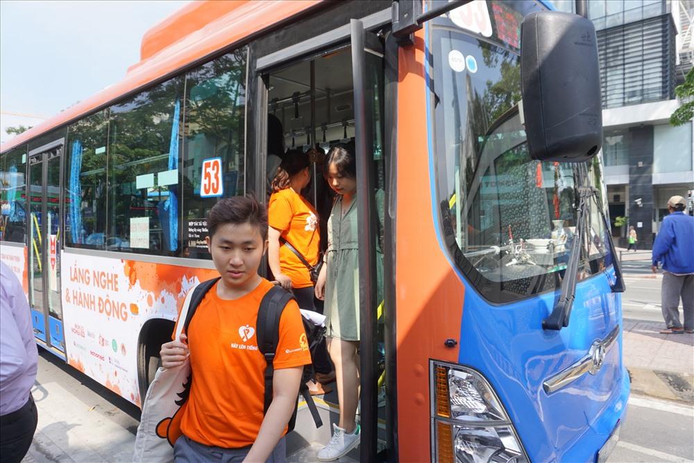 TPHCM tổ chức chuyến xe buýt màu cam để bảo vệ phụ nữ và trẻ em khỏi nạn lạm dụng tình dục.