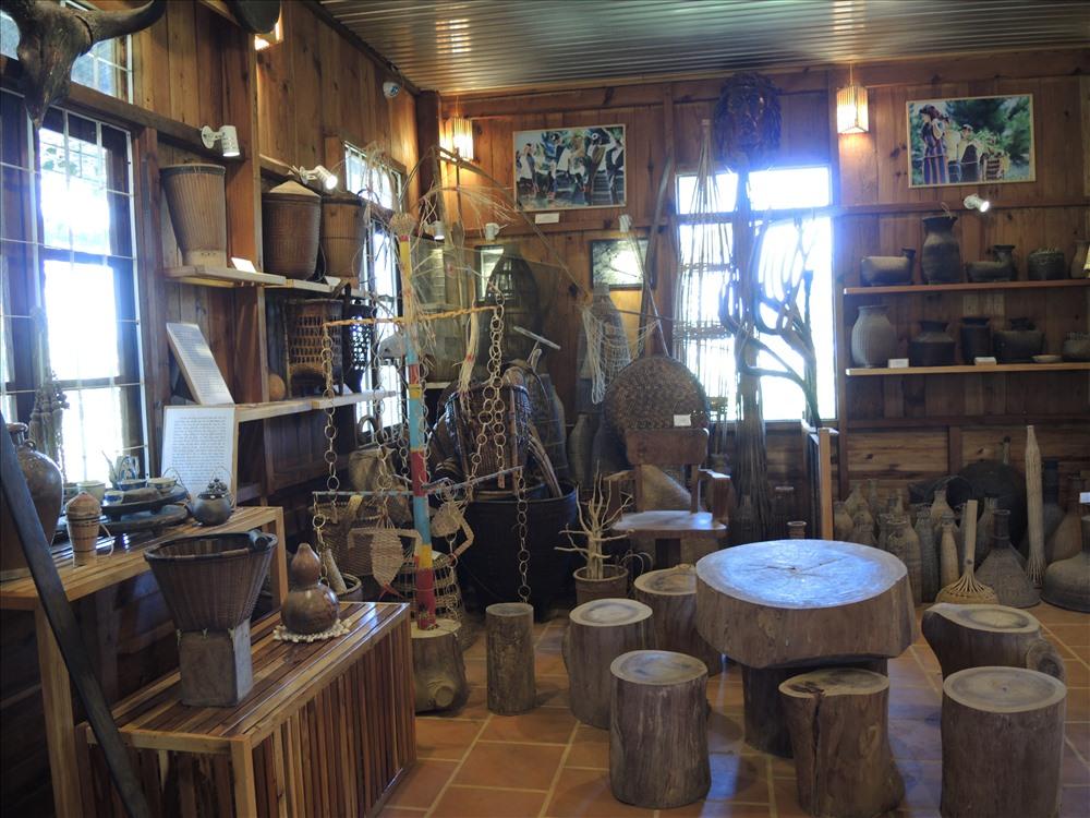 Bảo tàng có hàng ngàn hiện vật độc đáo đậm nét văn hóa người Chu ru (ảnh K.Q)