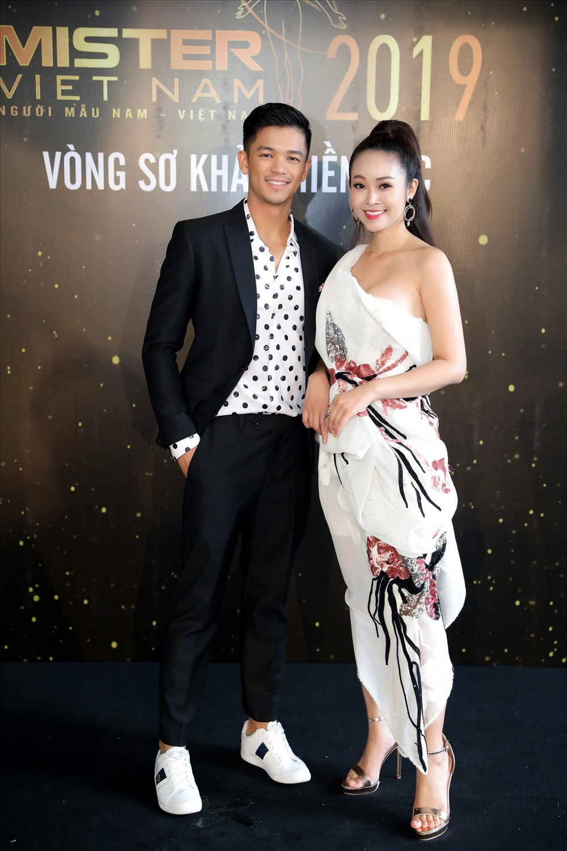 Quán quân Việt Nam Idol - Trọng Hiếu và MC - Thuỳ Linh. Ảnh: BTC