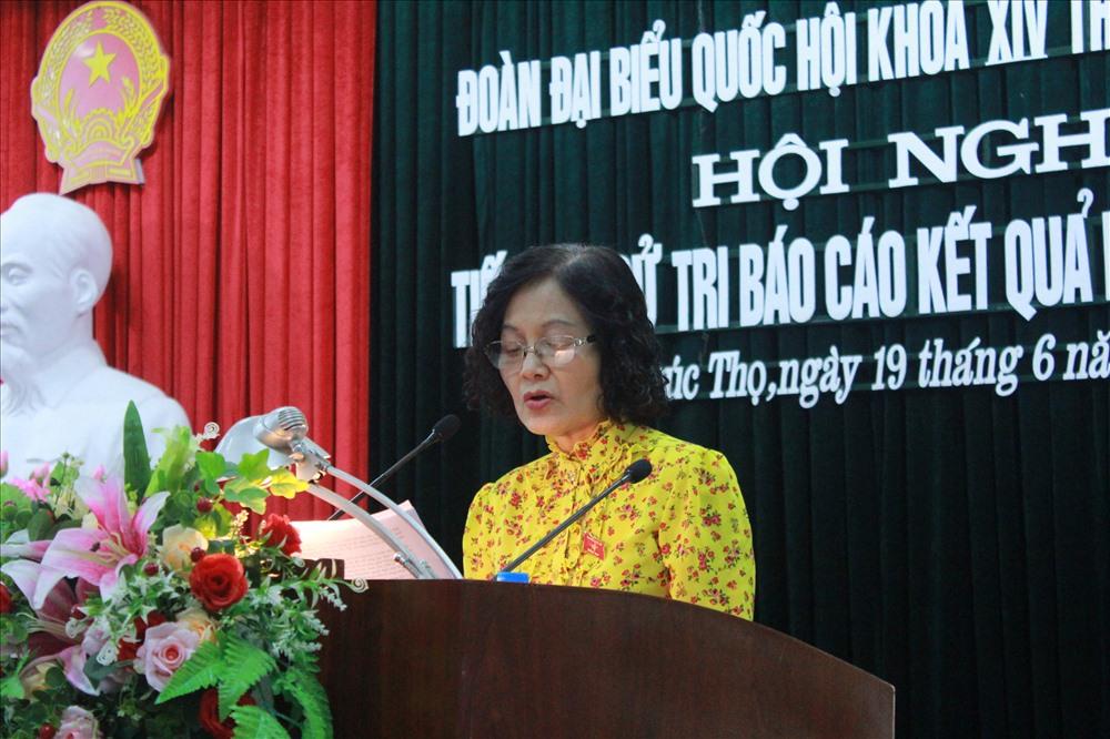 ĐBQH Trần Thị Quốc Khánh tại buổi tiếp xúc cử tri. Ảnh: Phạm Đông.