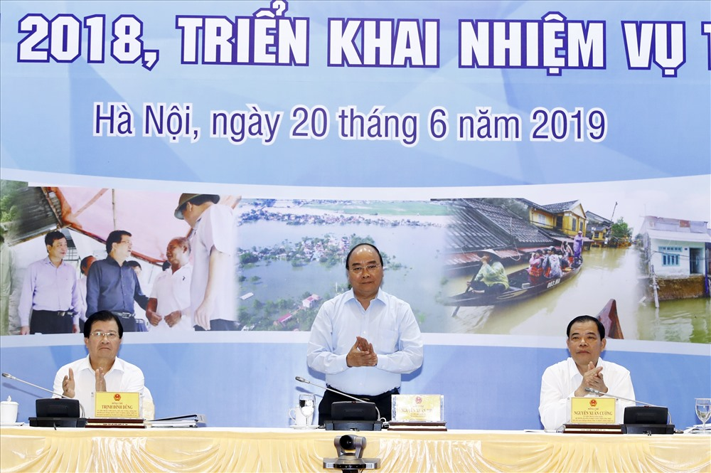 Thủ tướng Chính phủ Nguyễn Xuân Phúc chủ trì hội nghị. Ảnh: T.A.