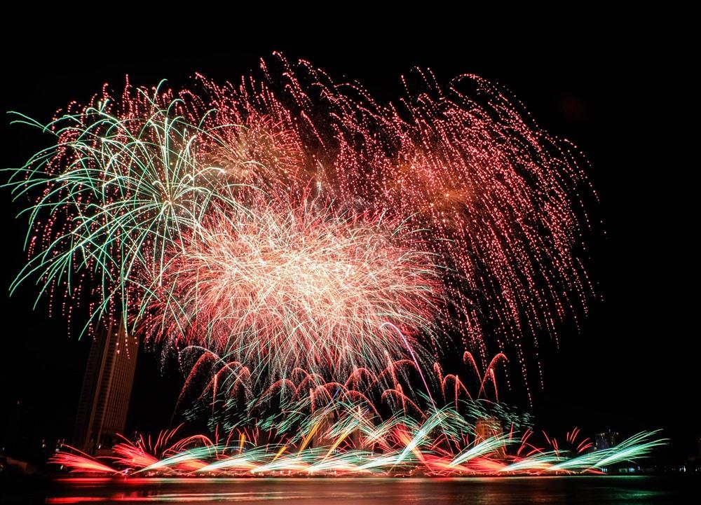 Đội pháo hoa Hunan Jingtai Fireworks Ltd - Trung Quốc đã khiến khán giả có một đêm trình diễn mãn nhãn nhất.