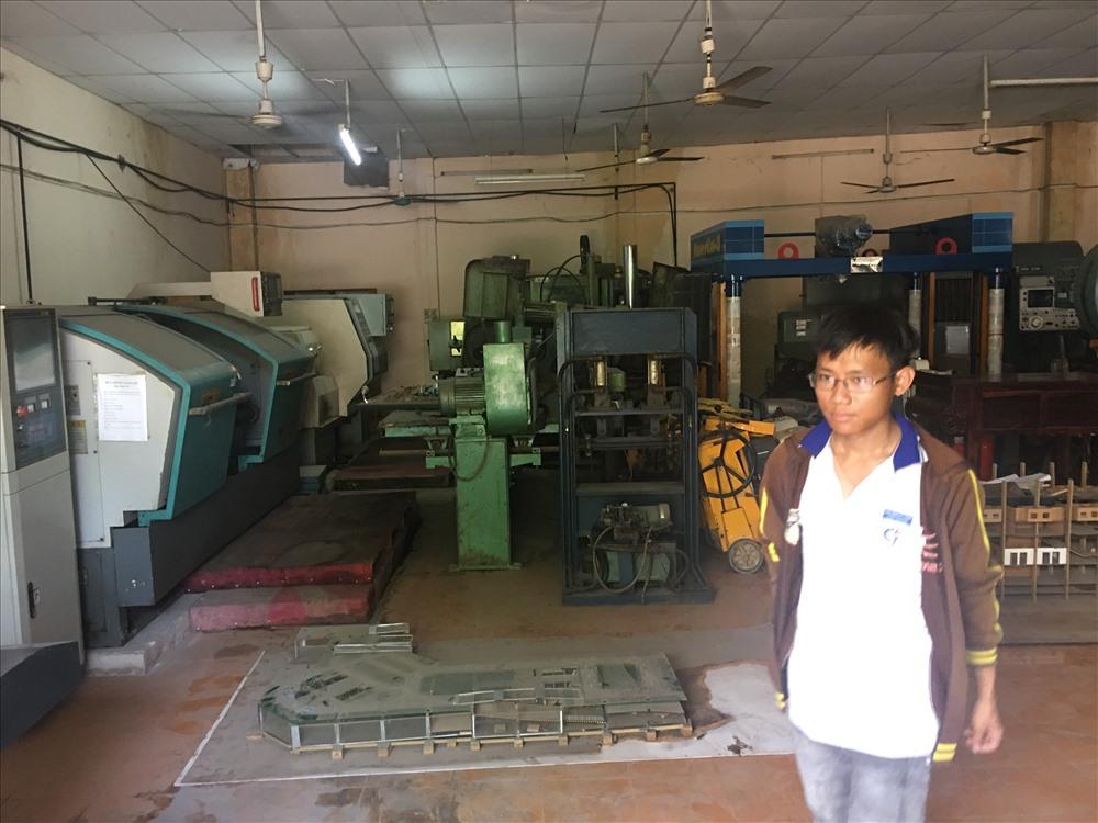 Tại xưởng thực hành trong trường nghề Duy Tân. Ảnh: H.H