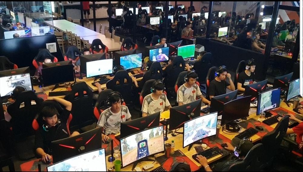 Combo xuyên đêm trong những lò luyện game triệu đô ở Hà Nội
