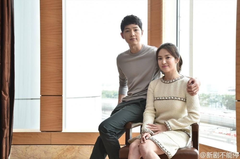 Khoảnh khắc ngọt ngào của Song Hye Kyo và Song Joong Ki. Ảnh: ST