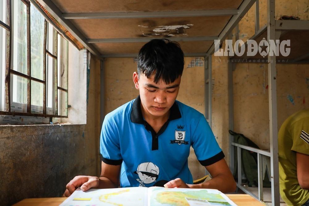 Em Vinh nén nỗi đau mất cha để tiếp tục thi THPT quốc gia.