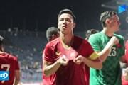 Xúc động khoảnh khắc tuyển Việt Nam tri ân khán giả ở trận thắng Thái Lan