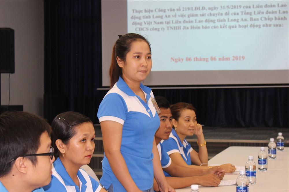 Thành viên trẻ nhất trong Ban Chấp hành CĐCS CTy báo cáo về công tác phát triển đoàn viên.