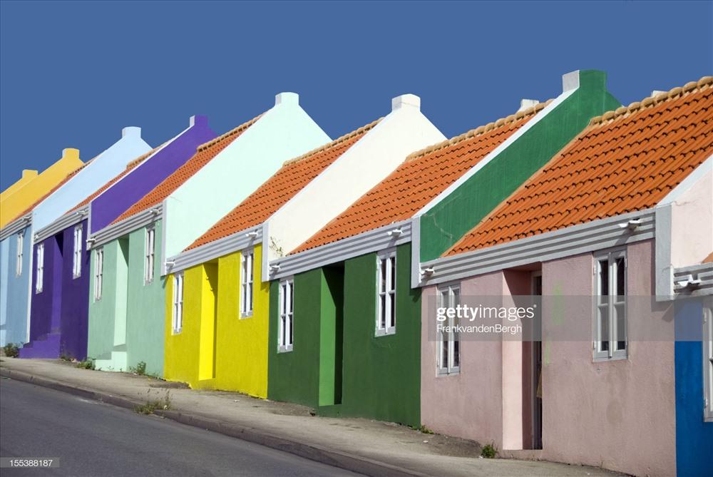 Thủ đô của và thành phố lớn nhất của Curacao là Willemstad đã được UNESCO công nhận là Di sản Thế giới vì có nhiều tòa nhà có giá trị lịch sử của khu vực. Ảnh: Getty Images