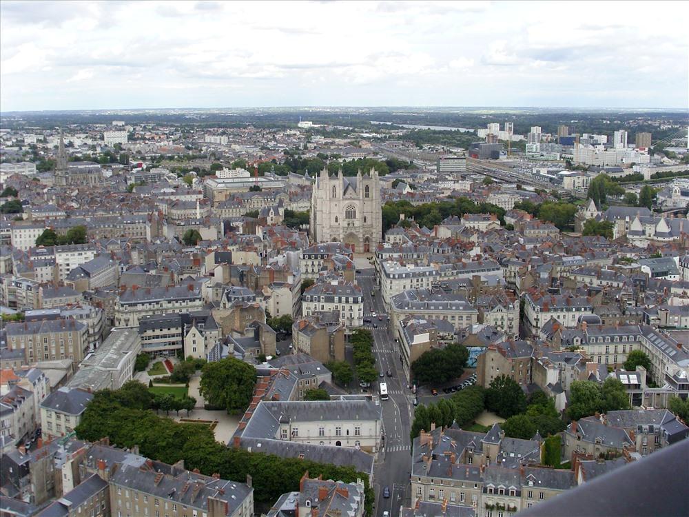 Là thành phố lớn thứ 6 toàn nước Pháp, gần với bờ biển Đại Tây Dương đã biến Nantes thành thành phố du lịch cảng biển