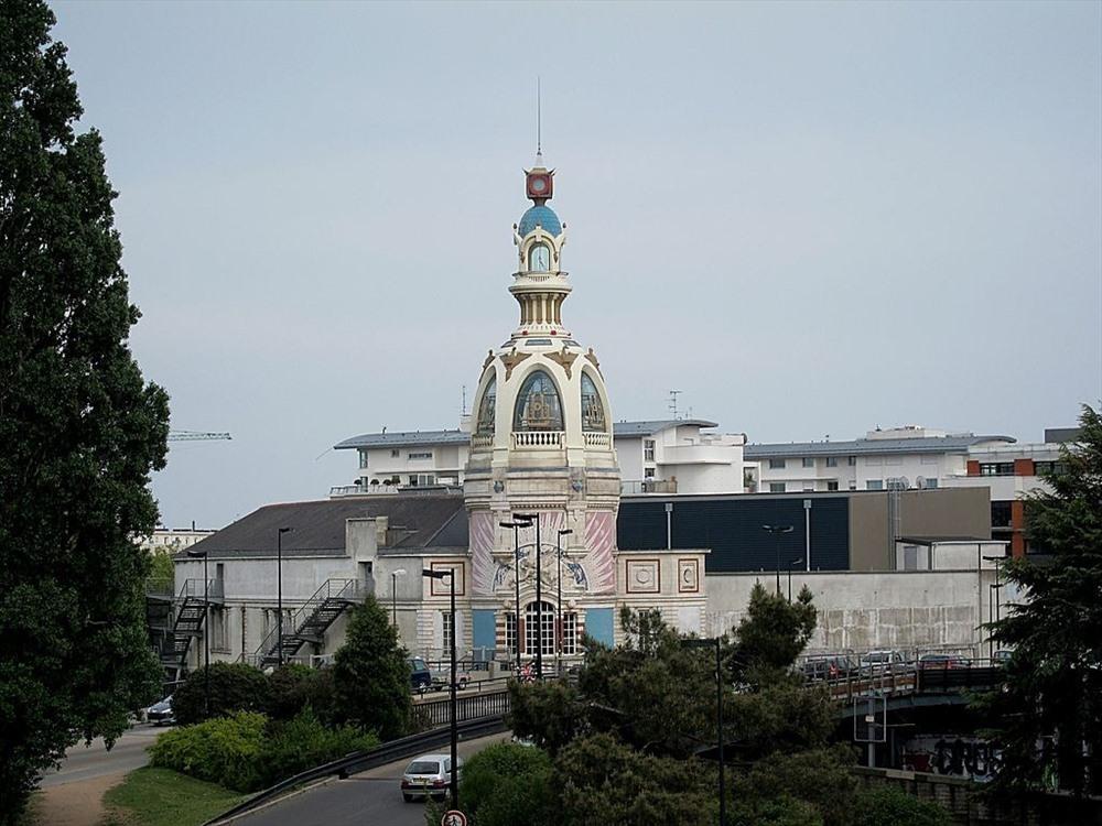 Tháp LU từng là nhà máy sản xuất bánh kẹo nổi tiếng.