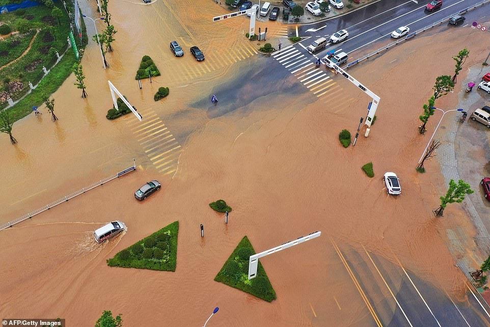 Ước tính mưa lớn và lũ lụt đã gây thiệt hại 2,69 tỷ Nhân dân tệ (392 triệu USD), với 126.100 hécta đất nông nghiệp bị hư hại và 1.600 ngôi nhà bị sập.