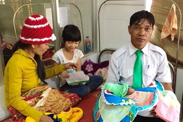 Em bé thứ 100 trào đời trên taxi Mai Linh vào ngày 21.12.2018 tại Đắk Lắk, do lái xe Kpa Điêm, người Ê Đê đỡ đẻ.  Ảnh: M.L