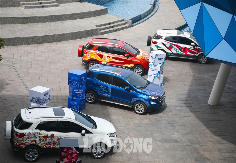 """Ford Việt Nam tổ chức lễ trao giải cuộc thi Ford EcoSport - Paint Your """"True Color"""" và trưng bày 10 tác phẩm thiết kế xuất sắc nhất được chọn lọc khắt khe từ 76 bài dự thi."""