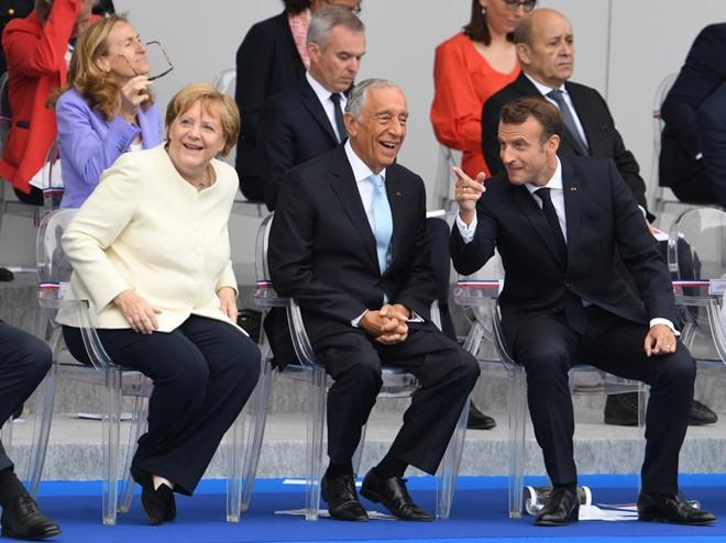 Các nhà lãnh đạo chủ chốt của Liên minh châu Âu, trong đó có Thủ tướng Đức Angela Merkel và Thủ tướng Hà Lan Mark Rutte đã có mặt trong buổi lễ.