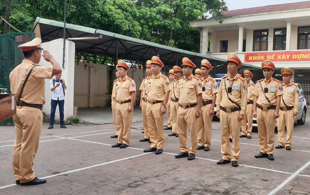 Ngày 15.7, lực lượng cảnh sát giao thông trên toàn quốc ra quân thực hiện tổng kiểm tra đối với các phương tiện vận tải, trong đó tập trung vào ô tô chở khách, ô tô vận tải container và xe mô tô.