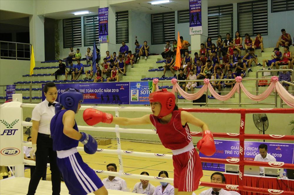 Các vận động viên tranh tài tại Giải boxing trẻ toàn quốc năm 2019. ảnh: Thành Nhân