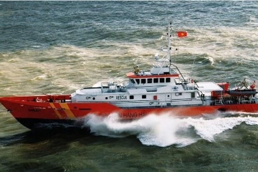 Tàu SAR 411 tham gia tìm kiếm các ngư dân mất tích. Ảnh: VGP.