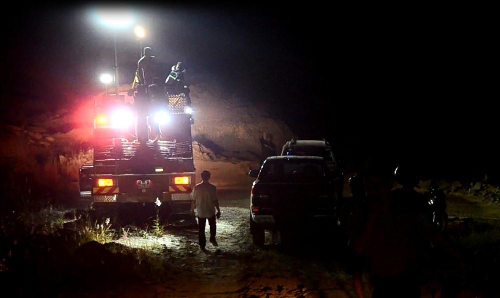 Xe chữa cháy được điều đến  hiện trường dập lửa. ảnh: V.X