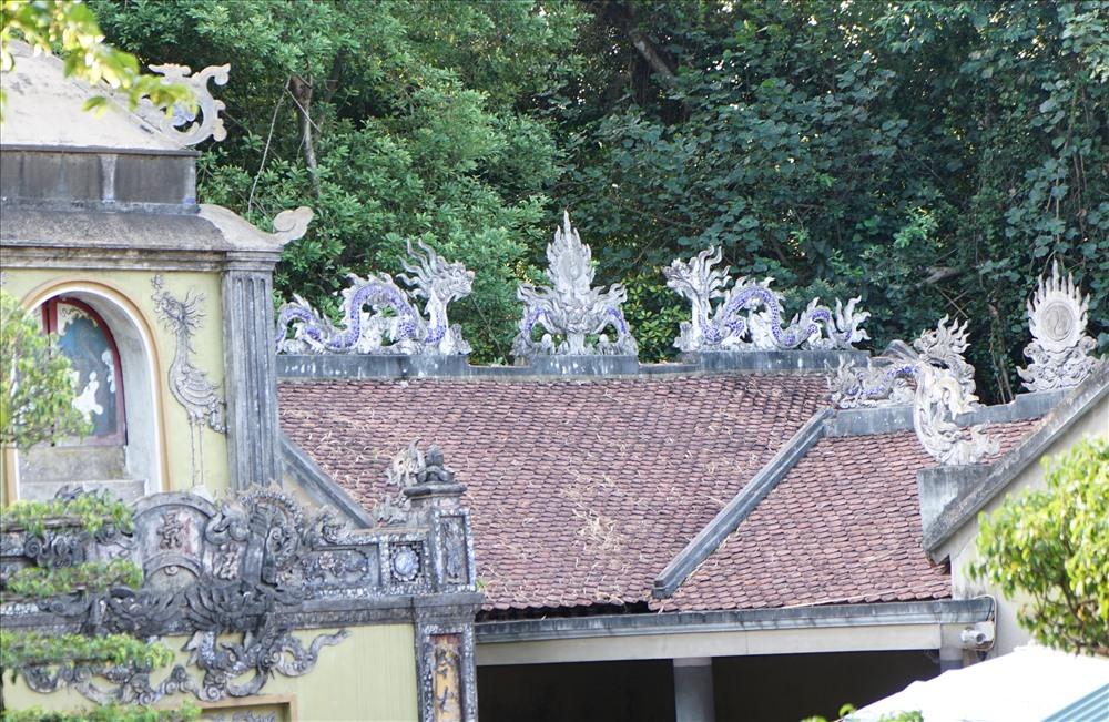 Đền thờ phu nhân nổi tiếng linh thiêng, phù hộ người dân ra khơi bình an, tôm cá đầy khoang, cuộc sống an lành.