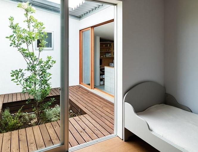 Phòng ngủ cũng được tối giản hết mức có thể.