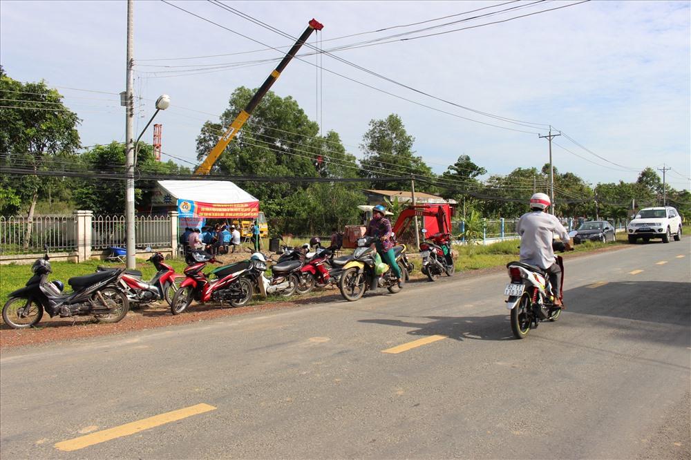 Công trình nằm bên con đường chính ở thị trấn Thạnh Hóa. Ảnh: Kỳ Quan.