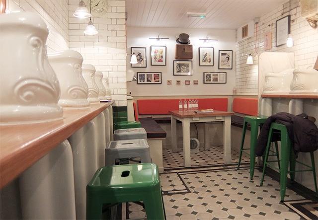 Sự thực là nhà hàng Attendant, Anh được nâng cấp từ một nhà WC thật sự.