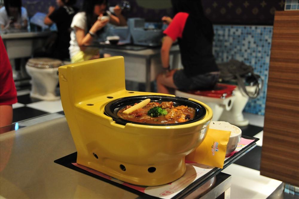 Nhà hàng bồn cầu tại Đài Loan luôn gây sự tò mò và thú vị với các thực khách