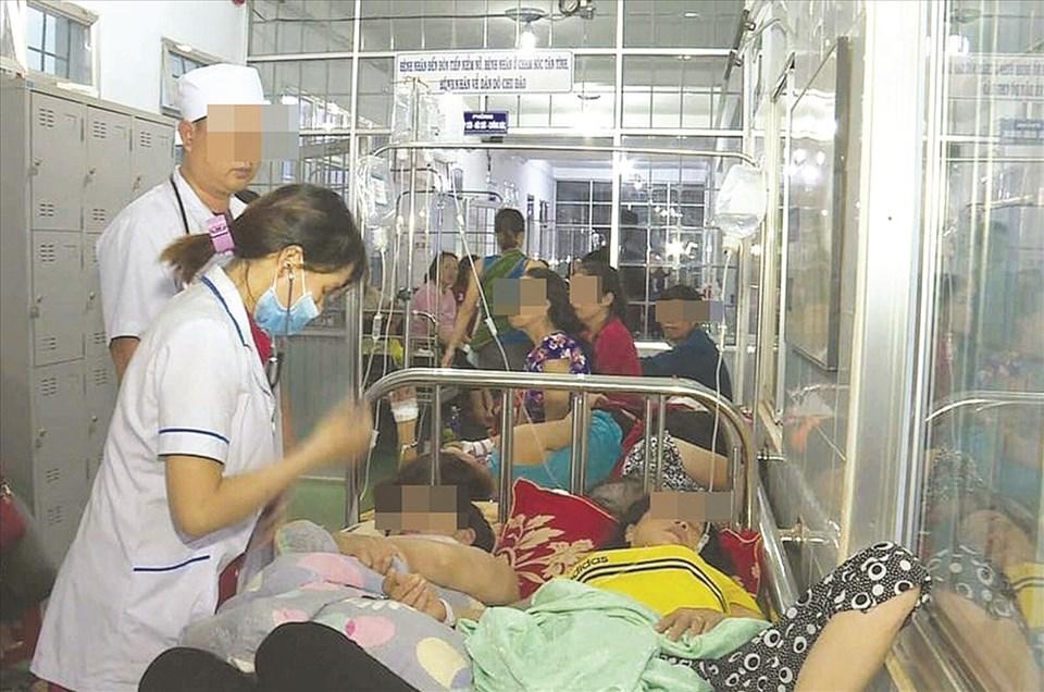 Nhiều nạn nhân cấp cứu nghi ngộ độc thực phẩm.