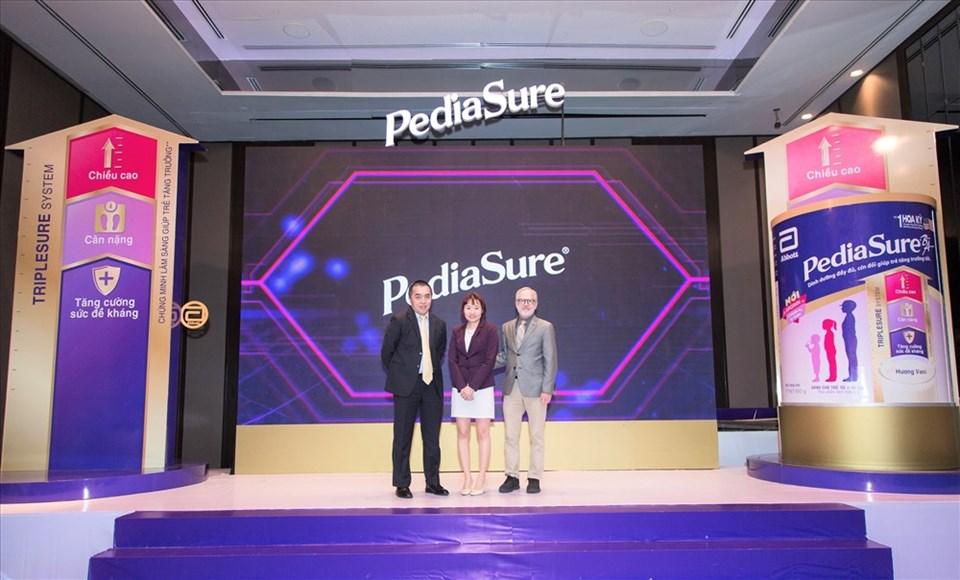 Việt Nam chính thức trở thành thị trường đầu tiên đón nhận sản phẩm PediaSure mới với công thức cải tiến đột phá.