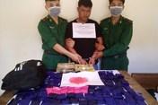 Trao thưởng vụ bắt giữ hơn 24 ngàn viên ma túy tổng hợp từ Lào về Việt Nam