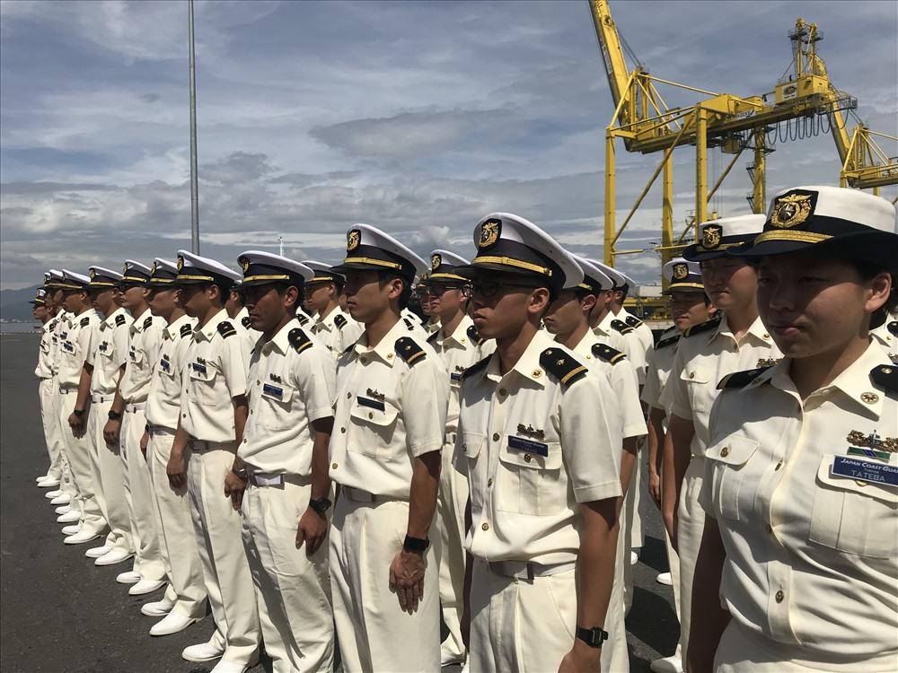 Trong chuyến thăm lần này, thuyền trưởng cùng các thủy thủ đoàn của tàu Kojima sẽ đến chào xã giao lãnh đạo UBND TP Đà Nẵng, chào xã giao Bộ Tư lệnh Cảnh sát biển, Trung tâm phối hợp tìm kiếm cứu nạn hàng hải khu vực 2. Bên cạnh đó, sẽ có buổi giao lưu giữa học viên Học viện Lực lượng bảo vệ bờ biển Nhật Bản cùng với cán bộ, chiến sĩ Bộ Tư lệnh Vùng Cảnh sát biển 2. ảnh: H.Vinh