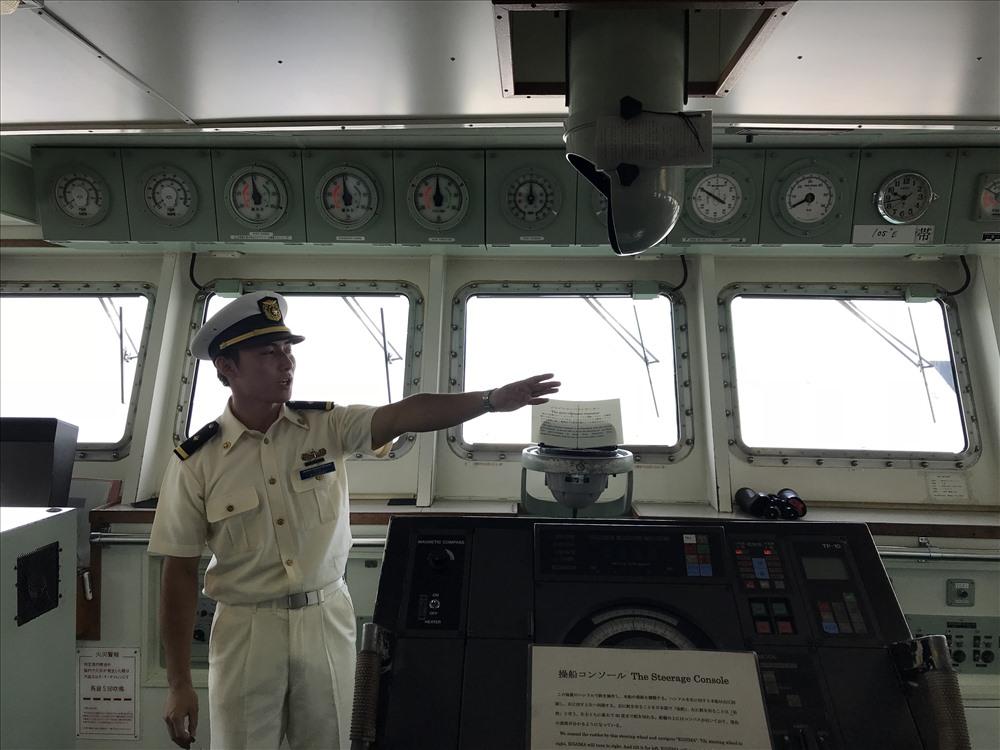 Khu vực buồng lái của tàu Kojima. ảnh: H.Vinh