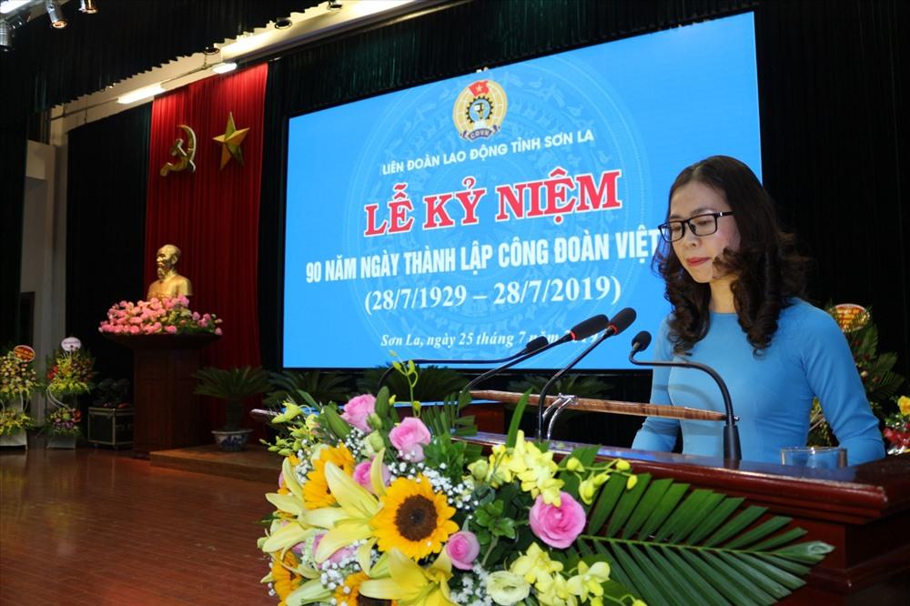 Đồng chí Hoàng Ngân Hoàn - Chủ tịch Liên đoàn Lao động tỉnh phát biểu tại buổi lễ. Ảnh: M.Hải