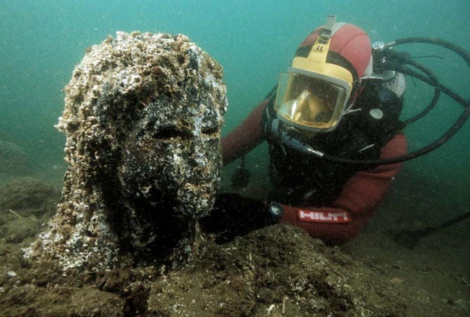 Các cổ vật ở thành phố chìm Heracleion. Ảnh: Franck Goddio/Hilti Foundation/Christoph Gerigk