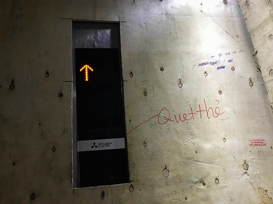 Công an TP Hà Nội đã chỉ ra hàng loạt tồn tại như giao thông đang thi công hoàn thiện, chưa đảm bảo việc tiếp cận cho xe thang, xe chữa cháy đối với công trình.