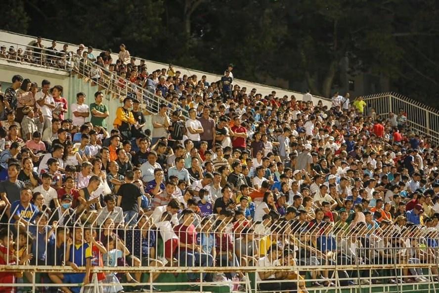 SVĐ Thống Nhất chật kín khán giả trong trận đấu giữa TP.HCM và Hà Nội. Ảnh: CLB TP.HCM