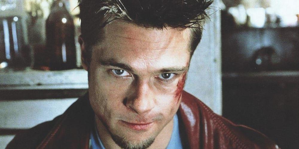 Fight Club: Ra đời năm 1999, Fight Club là bộ phim nhiều tầng ý nghĩa của đạo diễn David Fincher với sự tham gia của tài tử Brad Pitt và Edward Norton. Bộ phim được xem như biểu tượng của sự nam tính và góc nhìn về những người đàn ông trong cuộc sống hiện đại. Vai diễn của Brad Pitt trong phim dù gây nhiều tranh cãi nhưng vẫn trở thành tượng đài trong sự nghiệp tuyệt vời của diễn viên điển trai.