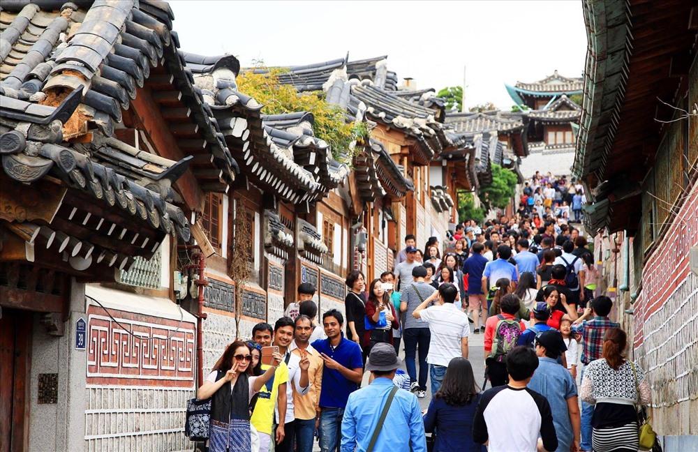 Hàng năm, Hàn Quốc đón nhiều khách đoàn đến tham quan và nghỉ dưỡng.