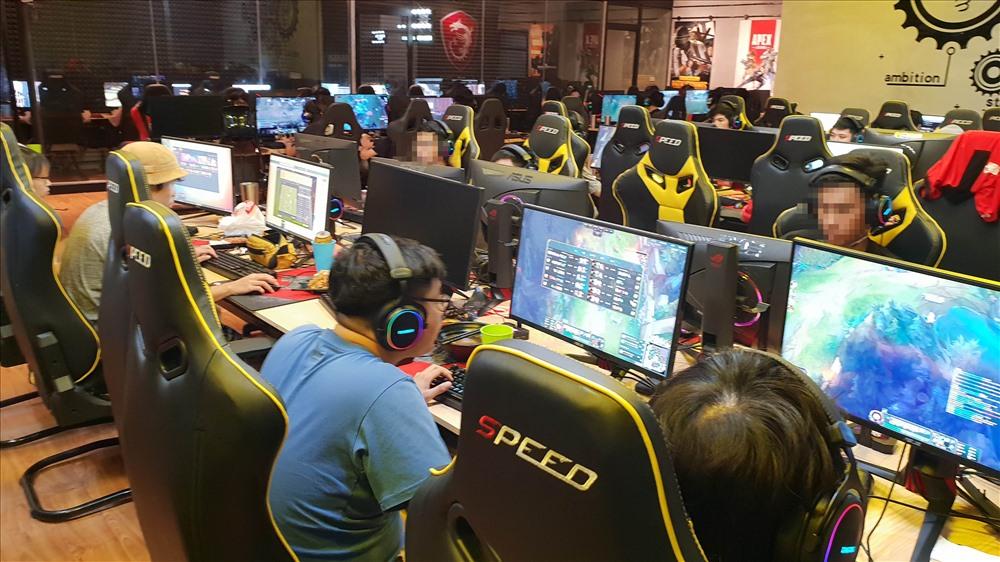 Game Home (19 Hồ Tùng Mậu) vẫn hoạt động xuyên ngày đêm.