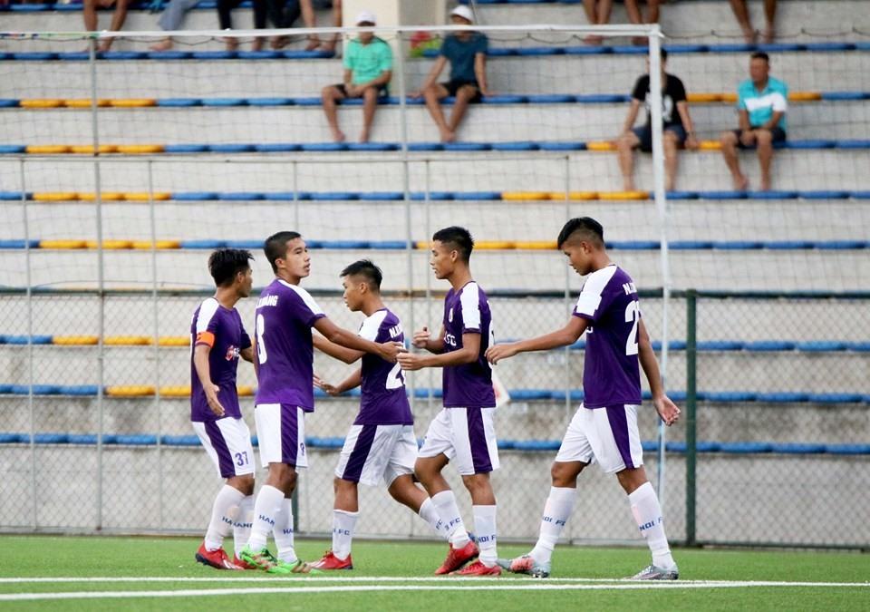 Trẻ Hà Nội đã giành ngôi đầu bảng A. Ảnh: VFF