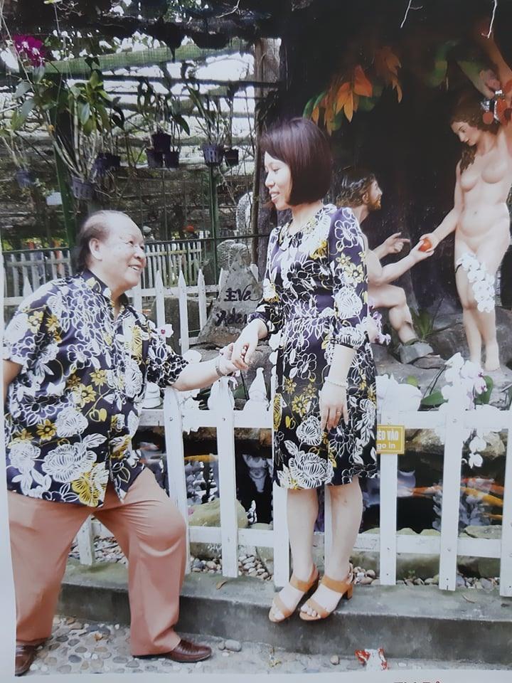 Ông Trọng cùng vợ đi du lịch. Ảnh PV
